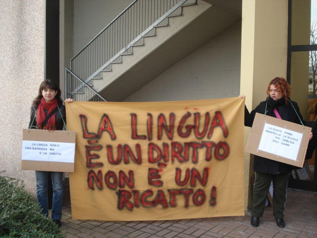 Reggio E. - Presidio contro il primo test d\'italiano per migranti ...