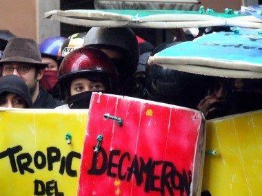 Democrazia del tumulto - editoriale Uniriot 06.12.10