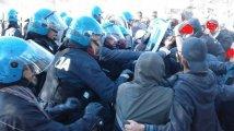 NO TAP - 300 attivisti contro la realizzazione del gasdotto, caricato due volte il presidio fuori dal cantiere
