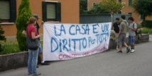 Treviso - Blitz dei no global. Case Ater sfitte «murate» !