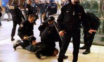 """Francia - Violenze poliziesche: """"Ti stupriamo, veniamo a casa tua, veniamo alla Sorbona a sterminare te e i tuoi colleghi."""""""